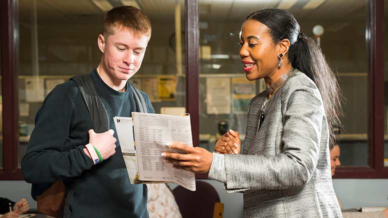 Image of Tomeka Swan helping a student